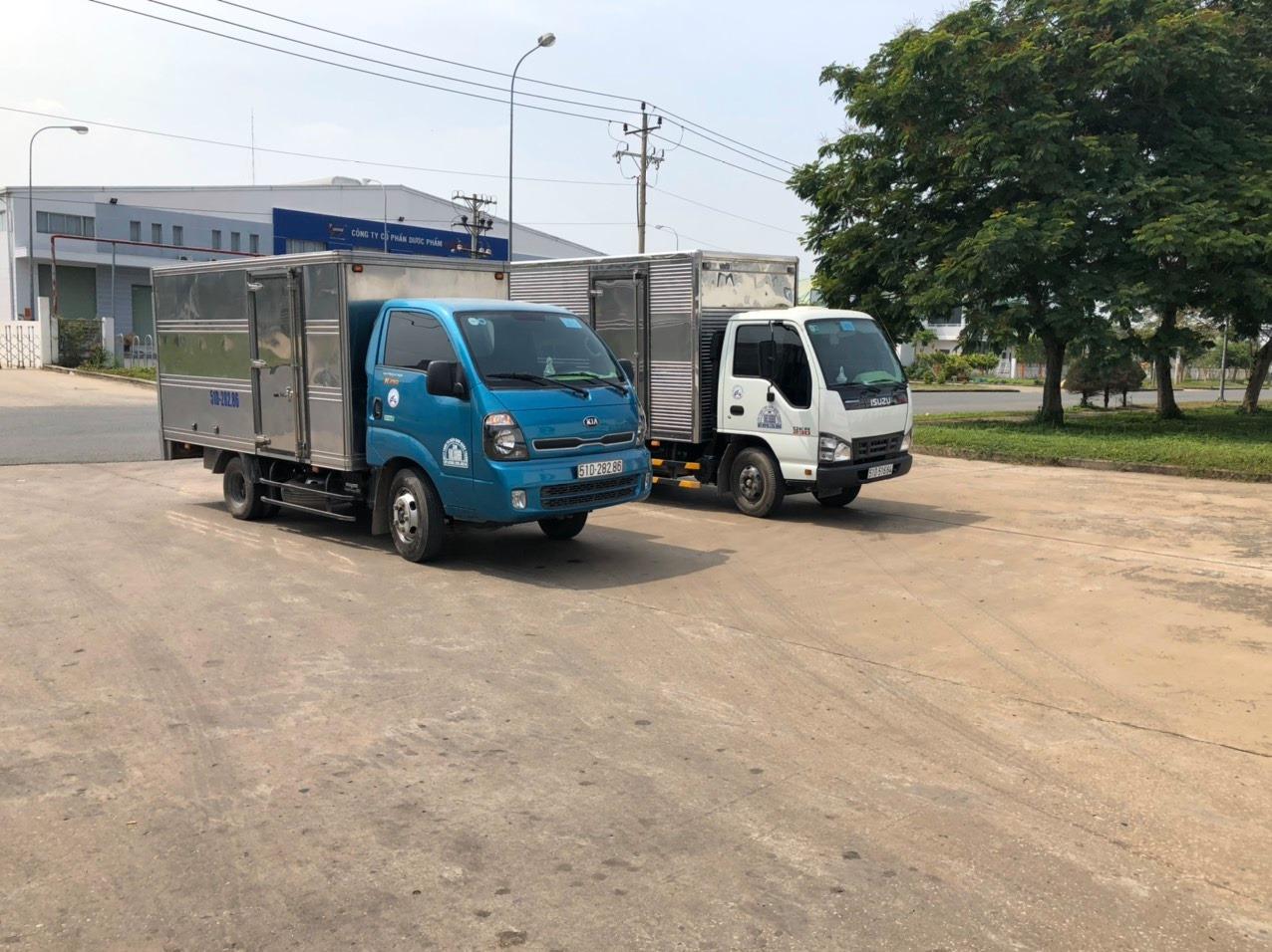 Đội xe tải giao hàng Nam Quốc Thịnh