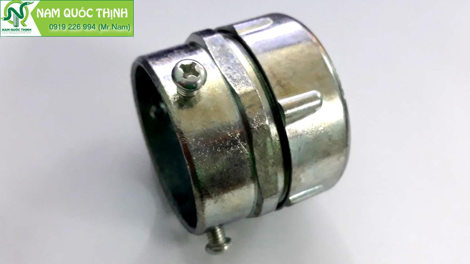Đầu nối ống ruột gà với ống thép trơn EMT 1 1/4 inch