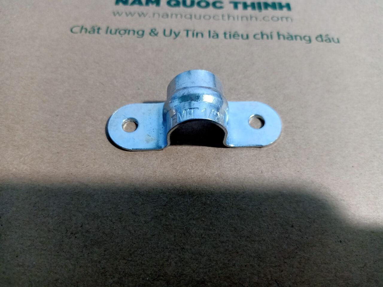 Kẹp omega không đế ống luồn dây điện trơn EMT