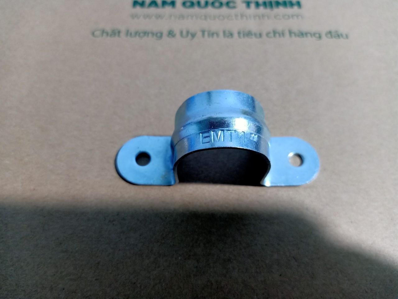 Kẹp giữ ống thép luồn dây điện trơn phi 32