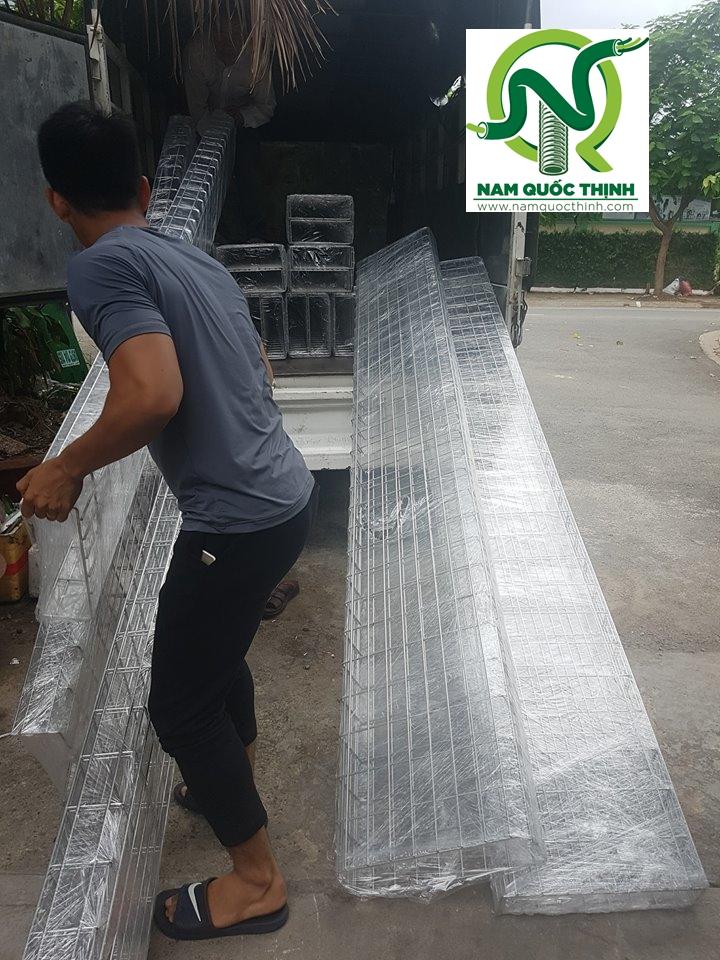 Máng cáp dạng lưới inox 304 giao hàng cho Khách hàng