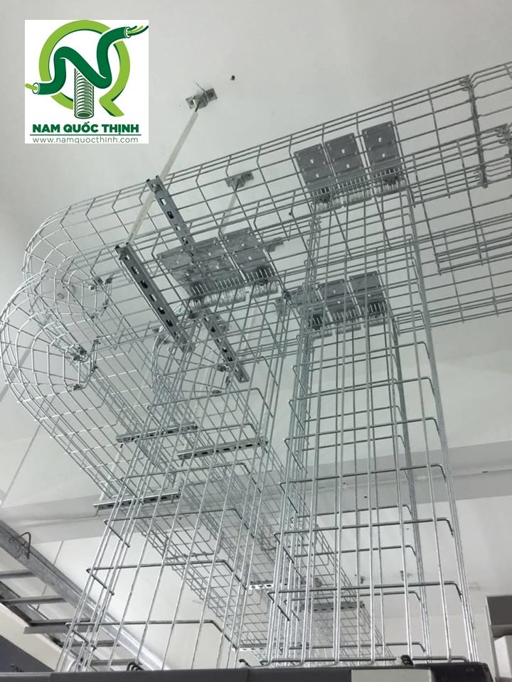 Lắp đặt co máng cáp dạng lưới inox 500x50 mm