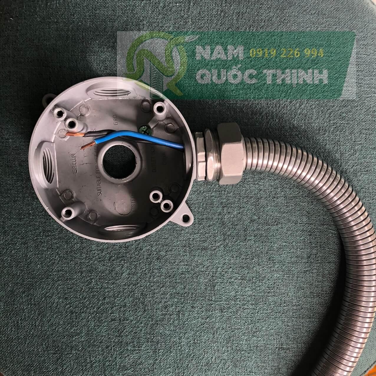 Đầu nối ống ruột gà kín nước inox 304 vào hộp nối tròn