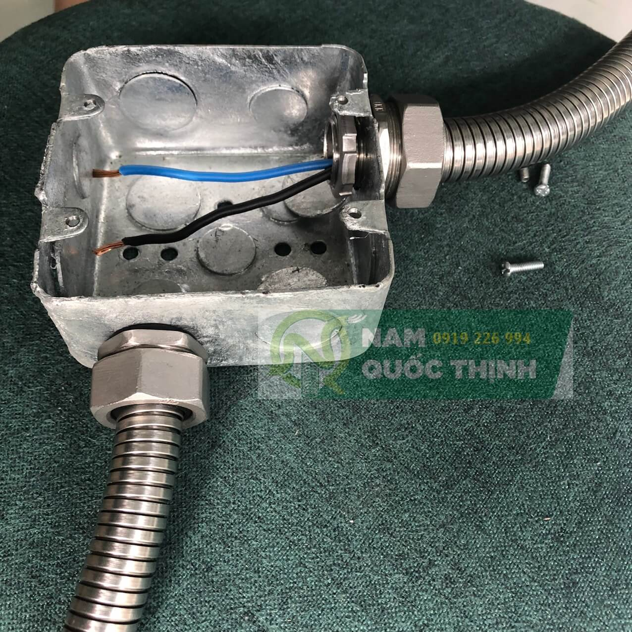 Đầu nối ống ruột gà kín nước inox 304 vào hộp thép âm tường nhúng nóng