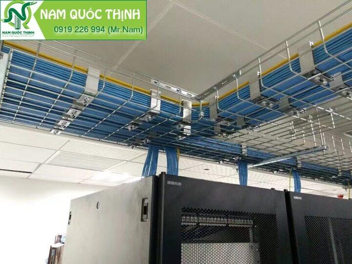 Máng cáp dạng lưới inox lắp đặt tại hệ thống DATA Server