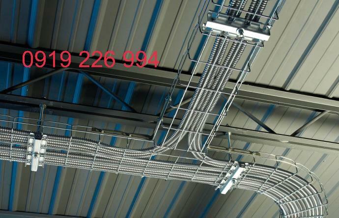 Máng lưới inox giữ ống ruột gà thép luồn dây điện