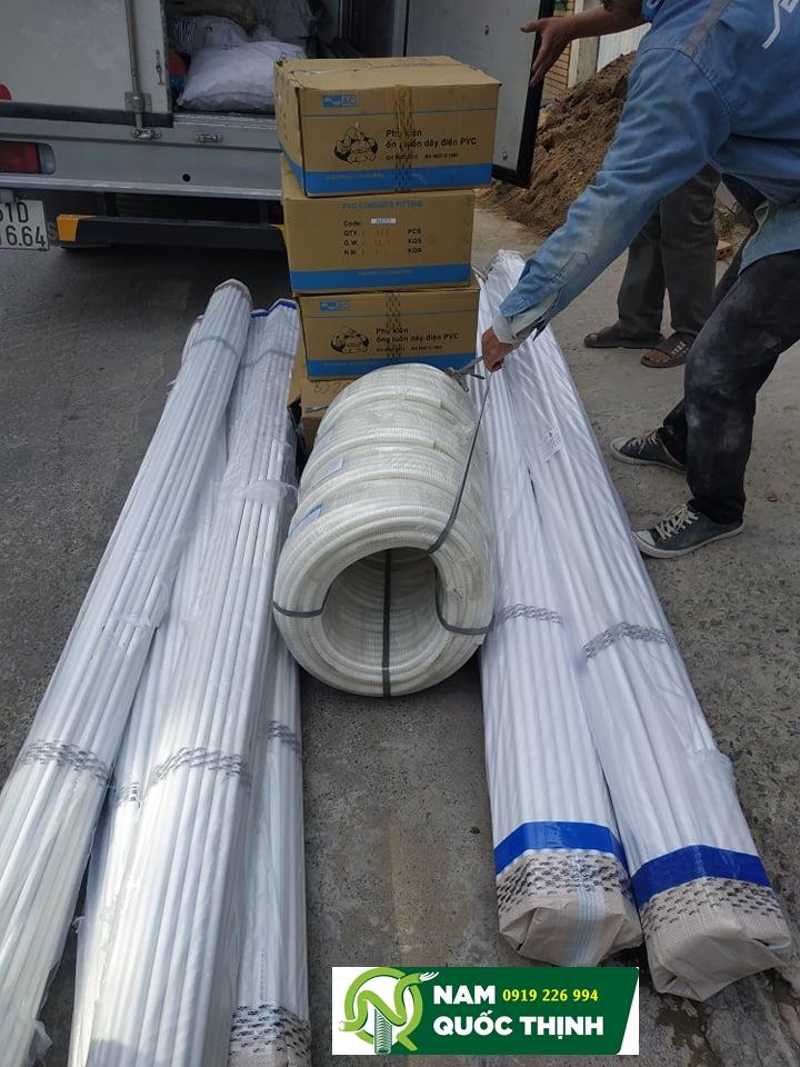 Giao hàng ống luồn dây điện PVC AC