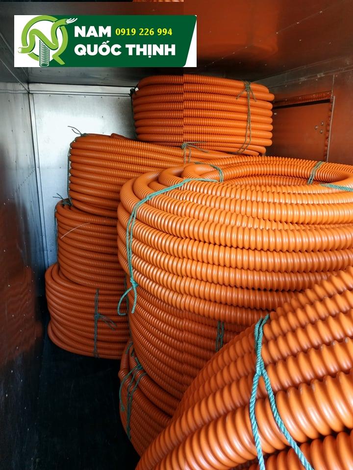Ống gân xoắn HDPE Santo giao xe tải